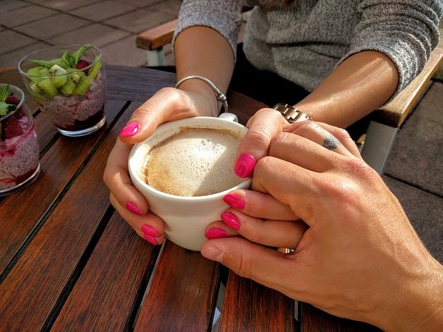 káva a ruce