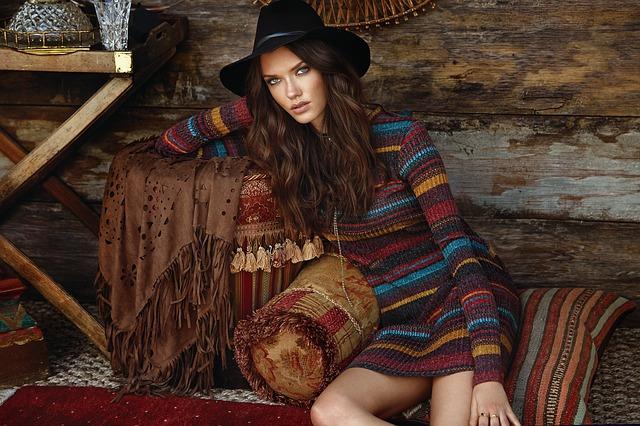 dívka v pletených šatech.jpg