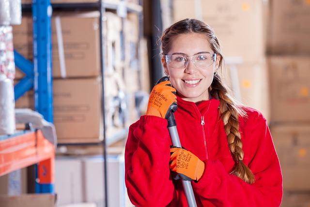dívka v pracovním oblečení.jpg