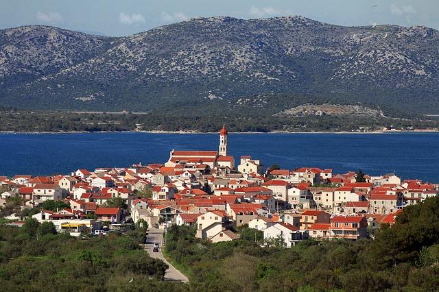 město u pobřeží