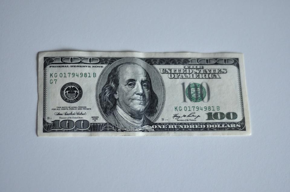 sto dolarů